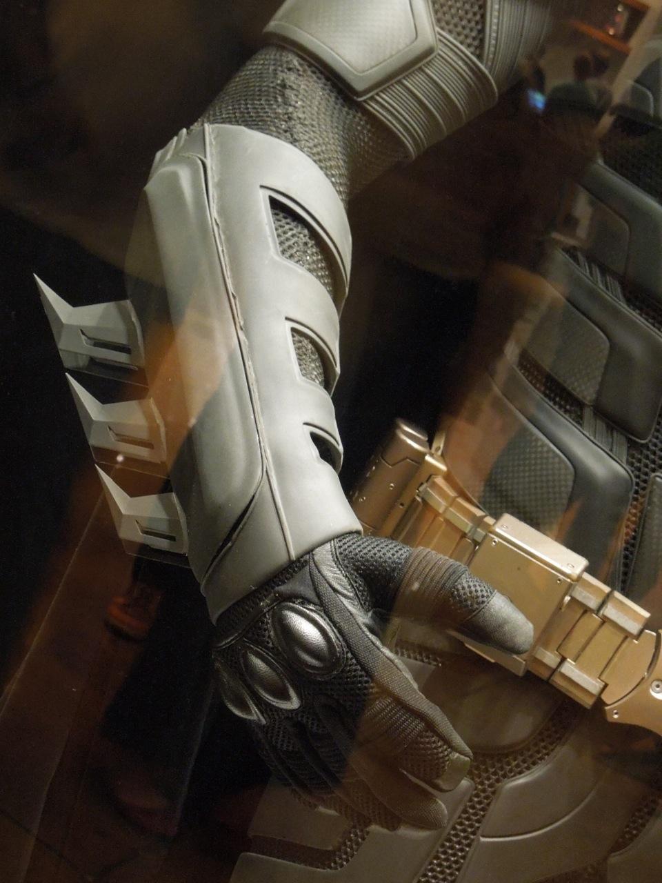 Batman costume glove & Christian Baleu0027s Batman suit from The Dark Knight Rises ...