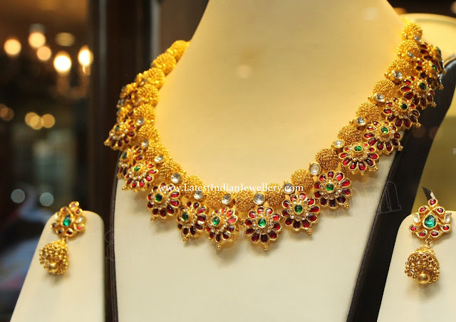 Floral Pattern Kundan Gold Necklace