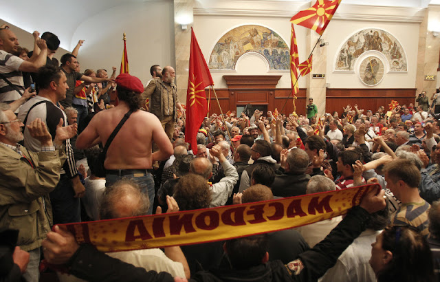 Οι Ρώσοι βλέπουν ξένο «δάκτυλο» πίσω από τα επεισόδια στα Σκόπια