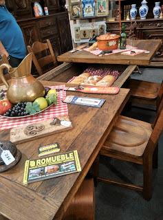 mesa rústica con almacenaje del desembalaje de Arriondas