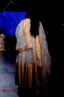 Actress Tabu Walk on Ramp for Gaurang Shah at Lakme Fashion Week  0022.jpg