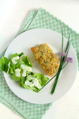 Lachsfilet mit Frischkäsekruste. Leichter, schneller und leckerer geht ein Abendessen fast gar nicht.