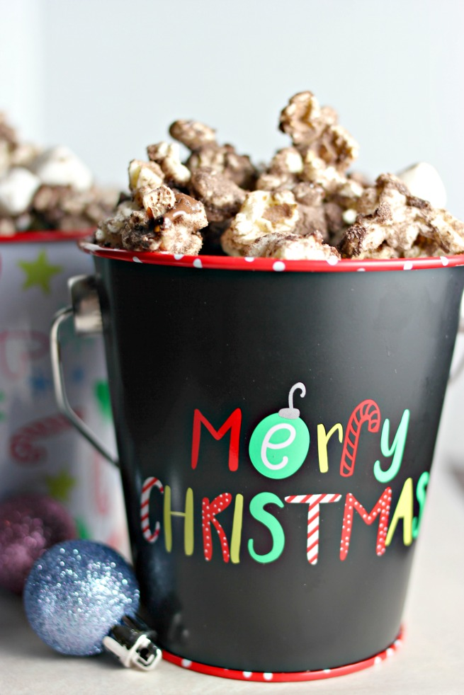 Hot Cocoa Popcorn Recipe (Best Treat For a Movie Night In)