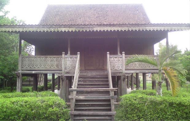 Rumah Adat Jambi Kajang Leko