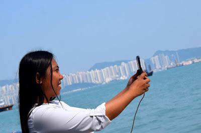 Girl Travel in Victoria Harbour