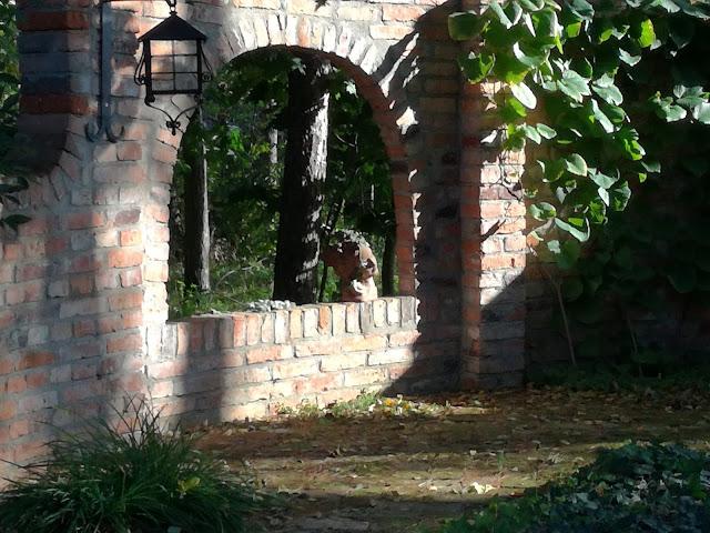 altana w ogrodzie, cegła w ogrodzie