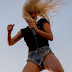 'Perfect Illusion' recibe certificado de oro en Australia