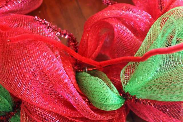 how to tie down ends on mesh wreath