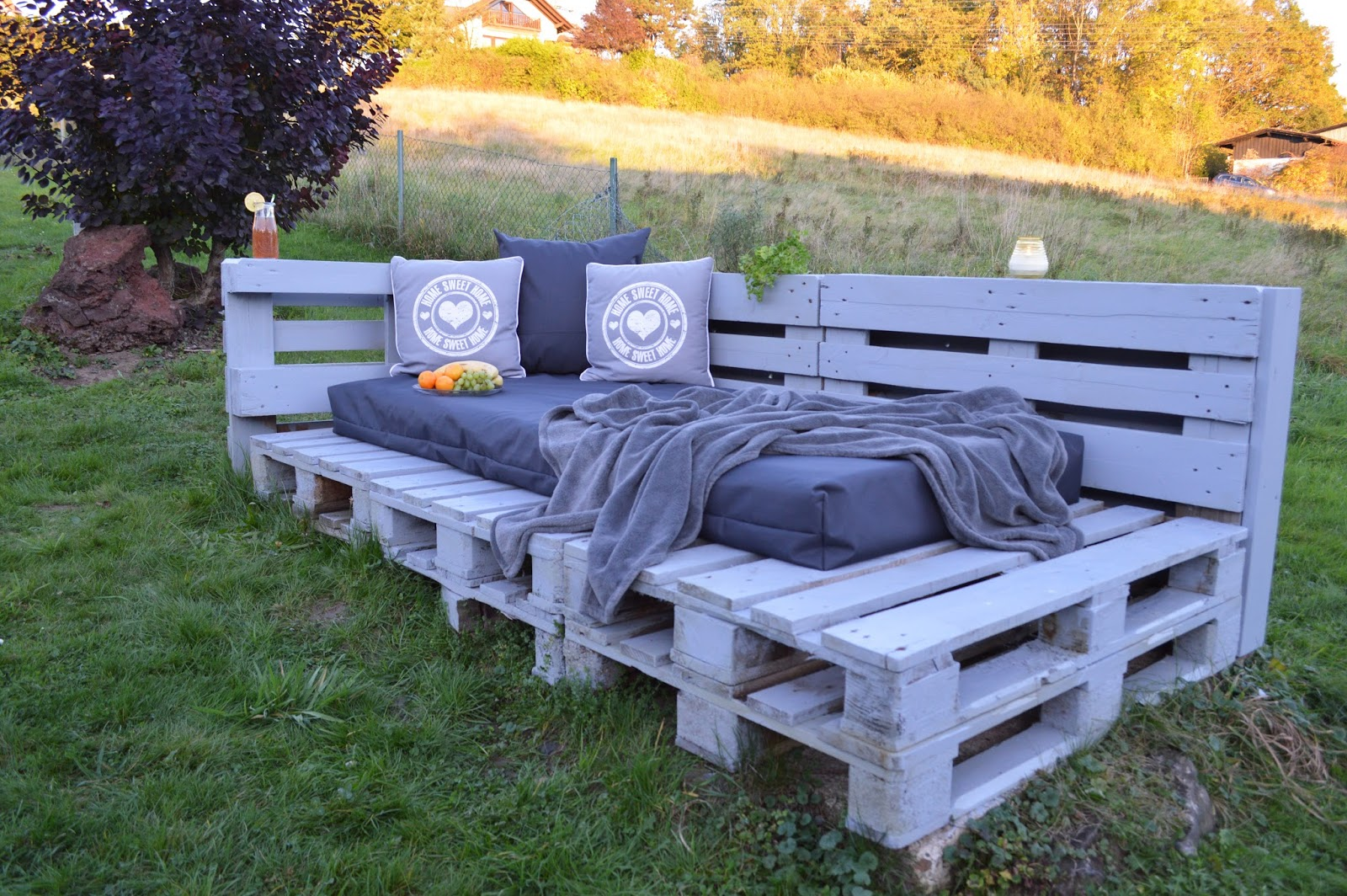 ideenwiese gartenlounge aus paletten. Black Bedroom Furniture Sets. Home Design Ideas
