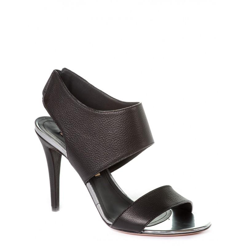 ... на високій шпильці або на стійкому широкому каблуці та на модній  високій платформі – усе це розмаїття стильного італійського взуття пропонує  жінкам ... 16a6493792988