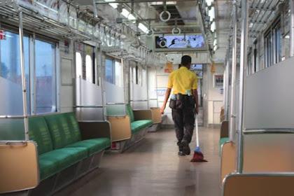 Mereka Lah Yang Membuat Commuter Line Bersih [Selain Penumpang Tentunya]