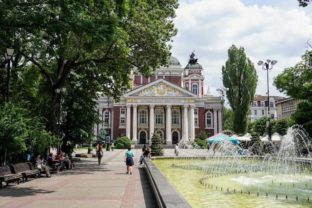 10 motive să vizitezi Sofia
