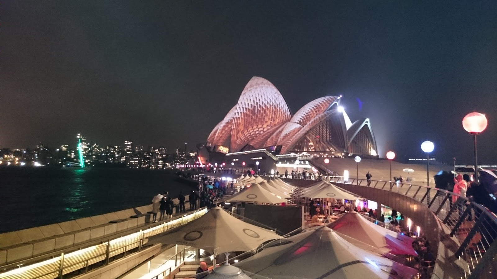 """Kết quả hình ảnh cho """"Nhà hát con sò"""" lung linh trong Lễ hội ánh sáng Vivid Sydney 2017"""