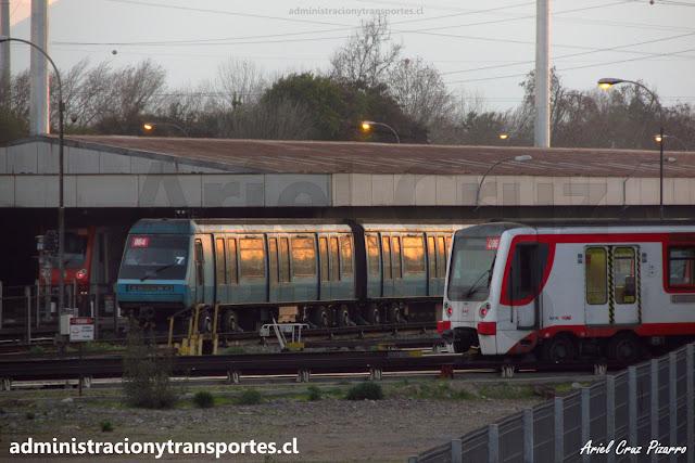 Trenes de Metro de Santiago en Talleres Neptuno