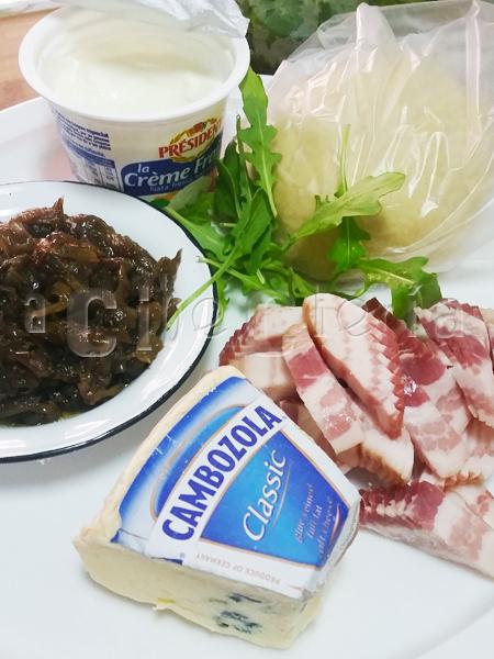 Queso, cebolla, beicon, y demás ingredientes para la flammkuchem