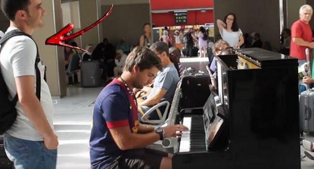 au cantat la pian intr-o gara din Paris