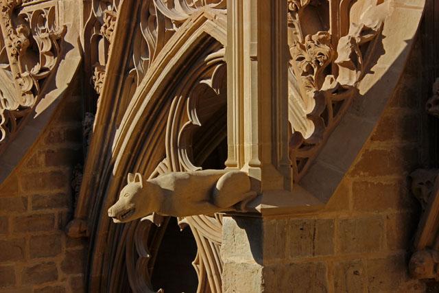 Gárgola reconstruida del ala norte del claustro de la catedral de Pamplona