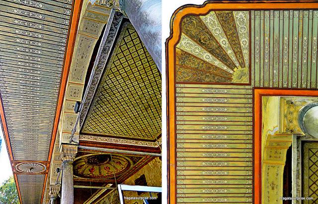 Detalhe da decoração da Porta da Felicidade, no harém do Palácio de Topkapi, em Istambul
