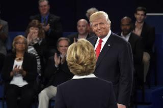Nova pesquisa eleitoral mostra Trump 2 pontos à frente de Hillary