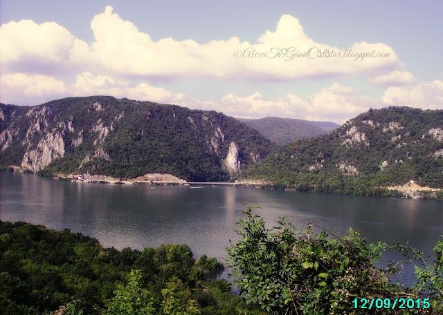 Along Danube. De-a lungul Dunării.