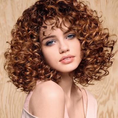 Conseils pour prendre soin et réparer ses cheveux frisés