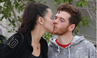 metin hara adriana lima öpücük aşk