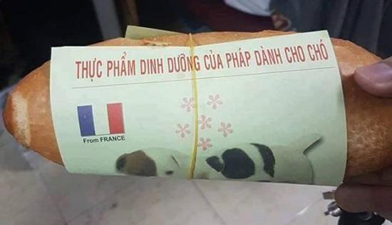 Té ngửa với mảnh giấy gói bánh mì chỉ có thể là của người Việt