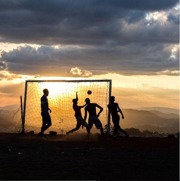 Pôr-do-sol no campinho do Parque Taipas. Foto: acervo Rogério / Trilha Favela
