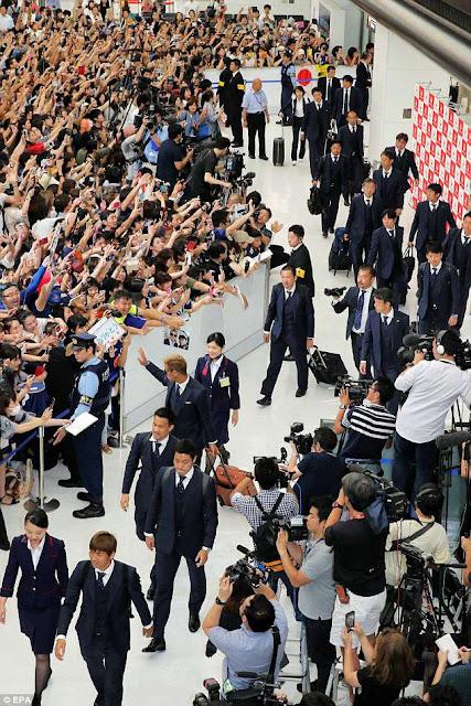 Khoảng 800 CĐV đã chào đón các Samurai xanh trở về - Win2888vn