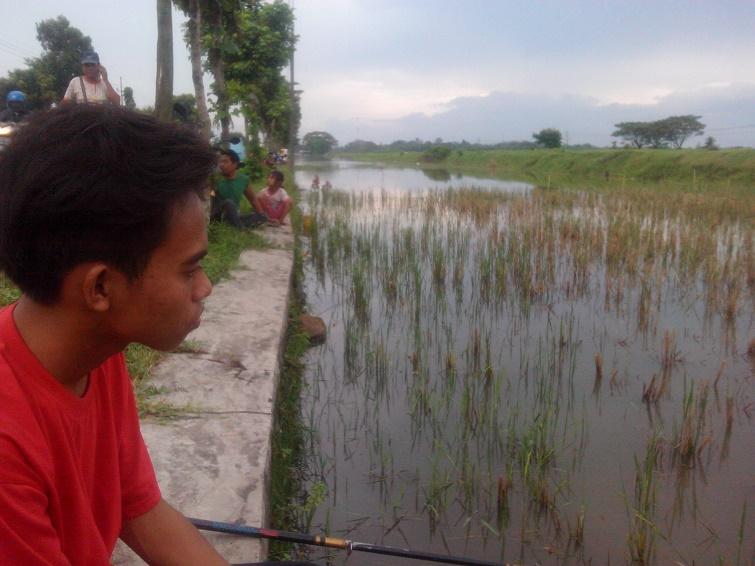 orang mancing ikan tambah rame