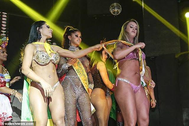 Thí sinh 'Hoa hậu siêu vòng ba' làm loạn sân khấu ảnh 2