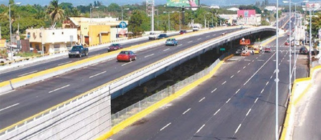 A fin de realizar trabajos de mantenimiento, durante el período comprendido del lunes 25 al viernes 29 de marzo, el MOPC procederá al cierre al tránsito vehicular de cuatro elevados que se ubican en la avenida John F. Kennedy.