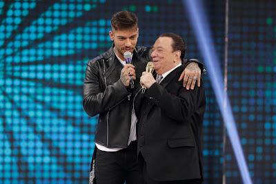 Raul com Lucas Lucco (Crédito: Rodrigo Belentani/SBT)