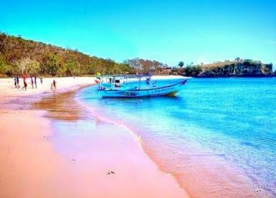 Pantai Tangsi (Pantai Pink Lombok Timur)