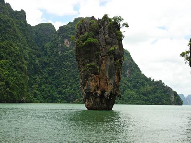 Pulau James Bond , Phuket - Saat Roger Moore Menjadi Pemerannya