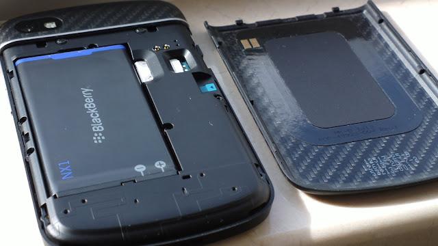blackberry q10 battery door open