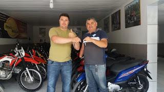 Conheça alguns dos sortudos premiados com moto nova no sorteio deste mês do 'Venda Premiada'