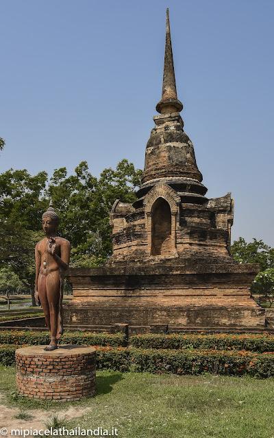 Wat Sa Si, Sukhothai, little chedi