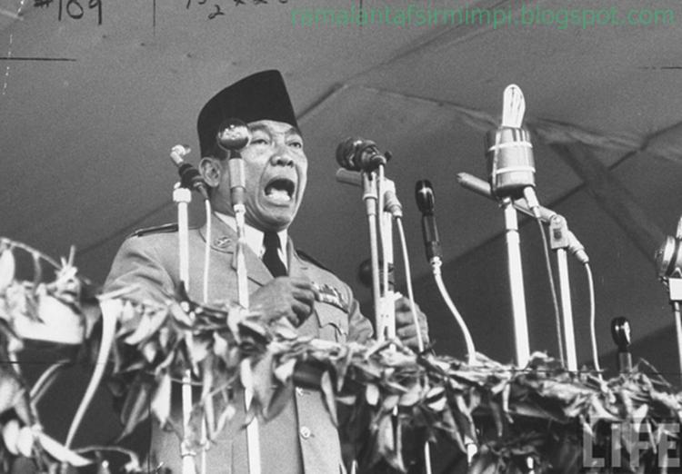 sebab dengan mendengar bararti kita bisa tahu apa yang sedang dibicarakan 14 Arti Mimpi Mendengar Orang Berpidato Menurut Primbon Jawa