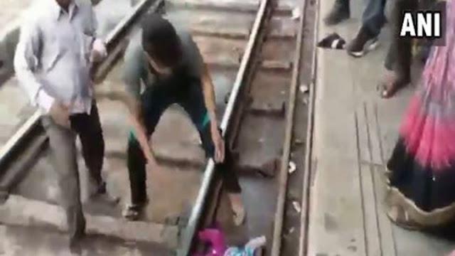 Σοκαριστικό: Τρένο πέρασε πάνω από κοριτσάκι ενός έτους! (βίντεο)