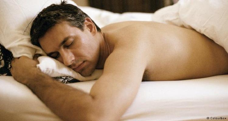 لماذا يجب على الرجال النوم بدون ملابس بالليل...بلغوها لأطفالكم و خاصة الصغار