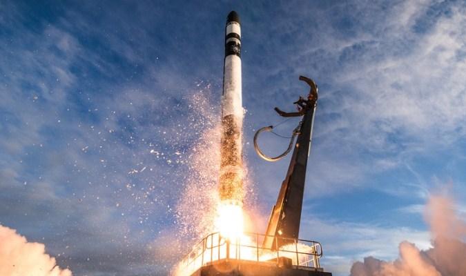 Saat-Saat Roket Diluncurkan
