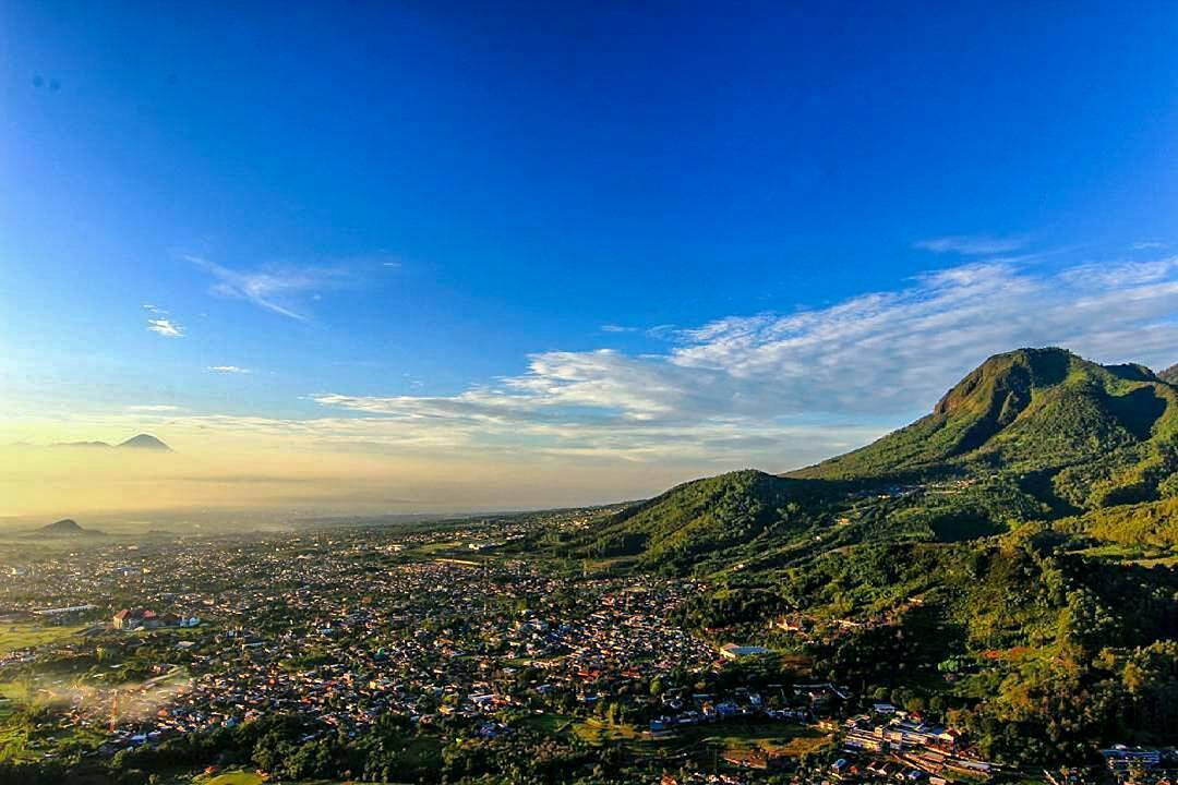 Gunung Banyak Pemandangan Yang Indah Surganya Untuk Paralayang