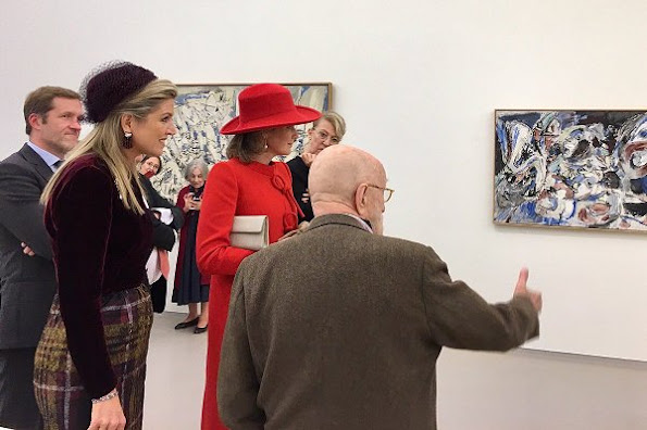 Queen Maxima and Queen Mathilde meet artist Pierre Alechinsky