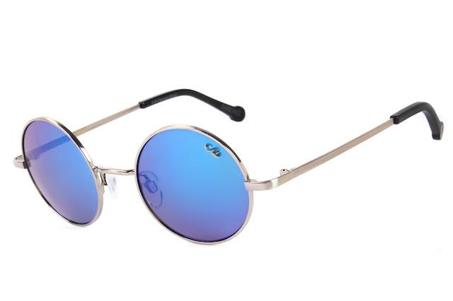 27c4ebcb1 A linha em parceria com a Rita Lee traz referências pessoais e musicais da  cantora. Nas hastes dos óculos, um disco voador desenhado por ela mesma.