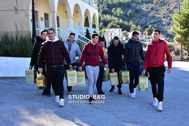 Μαθητές του 1ου ΕΠΑΛ Ναυπλίου πρόσφεραν ελαιόλαδο στο συσσίτιο της Ευαγγελίστριας (βίντεο)