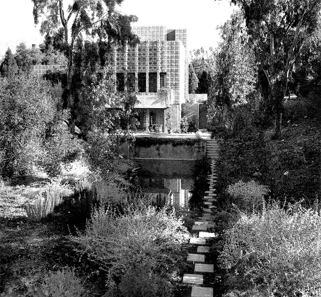 Frank Lloyd Wright house exterior with staggered stepping stones