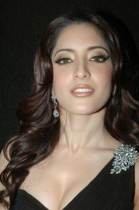 Meenakshi Photo Gallery, Actress Meenakshi Hot Photo Gallery in Black Dress