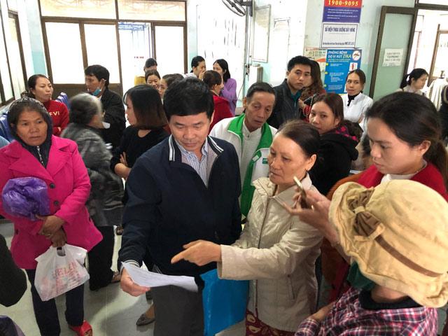 """Quảng Ngãi: Người bệnh náo loạn tại bệnh viện vừa bị tỉnh """"xóa sổ"""""""