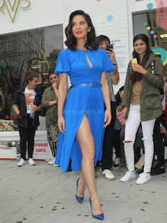 Olivia-Munn-at-Proactiv-Pop-Up-Experience-3+%7E+SexyCelebs.in+Exclusive.jpg
